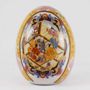 Vintage Satsuma Egg, Satsuma Pottery Egg Of 5 Inch Size Portraying Geisha With Emperor Prominent Orange Color CHE5-01