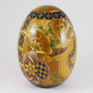 Vintage Satsuma Egg, Satsuma Pottery Egg Of 6 Inch Size With Hand Painted Floral Design In Gold, Pink And Blue As Prominent Color CHE6-02